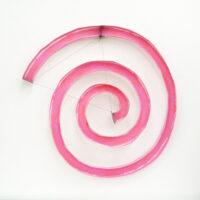 伊藤誠「Flamingo/Triangle」紙、鉄、クレヨン、2010